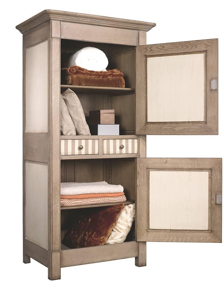 homme debout 2 portes 1 tiroir en ch ne massif finition patine et relooking de meuble aix en. Black Bedroom Furniture Sets. Home Design Ideas