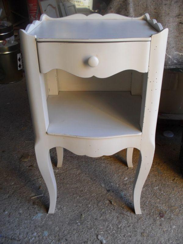 finition d 39 un chevet ancien en noyer peinture et patine de meubles mallemort finitions de. Black Bedroom Furniture Sets. Home Design Ideas