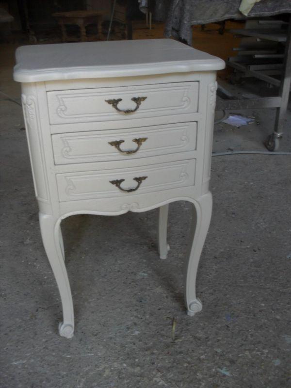 Relookage d 39 un chevet 3 tiroirs ventabren peinture et for Meubles pont royal