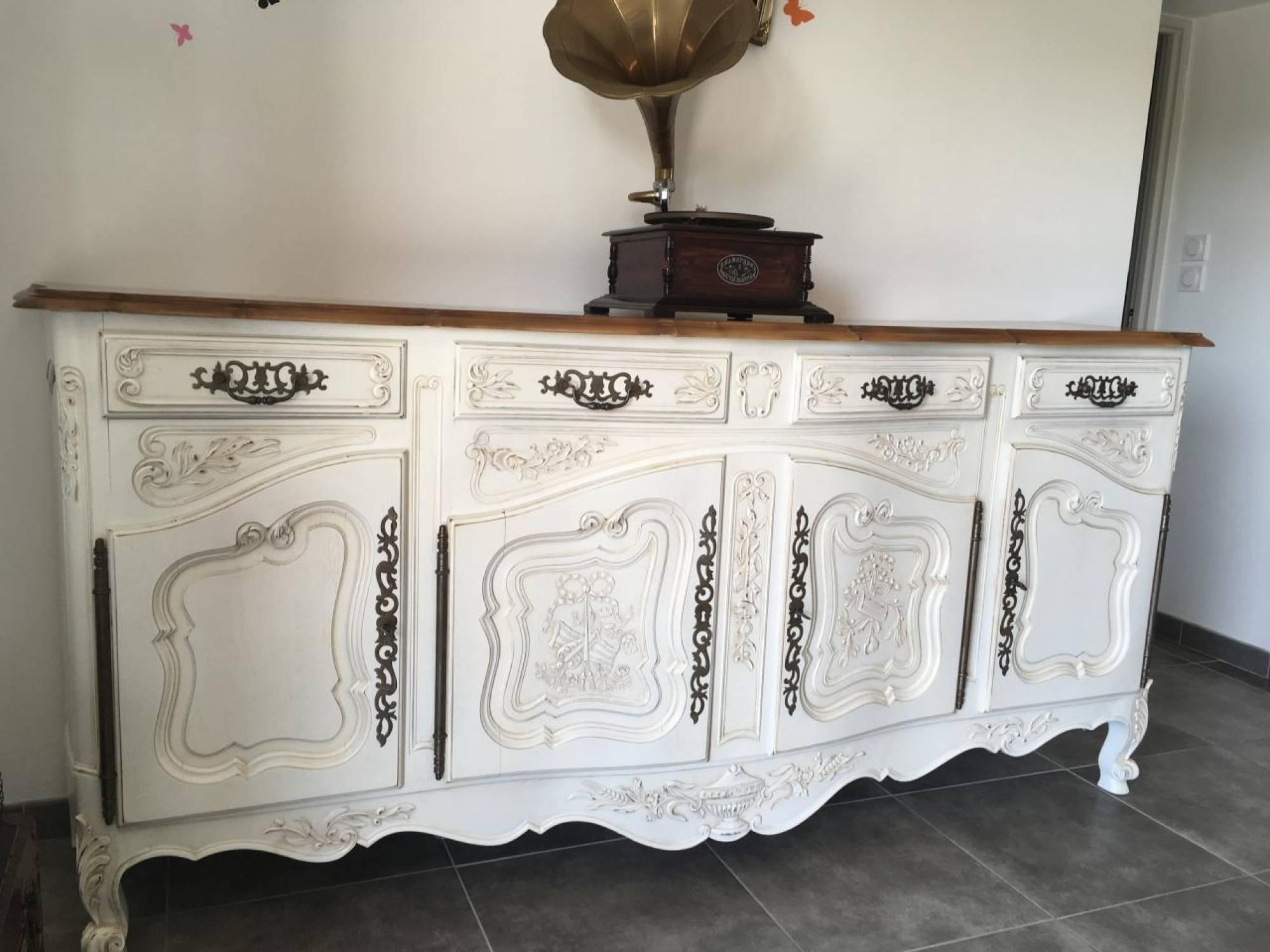 Bahut Et Table En Noyer Style Provencal Decapes Et Redecores A