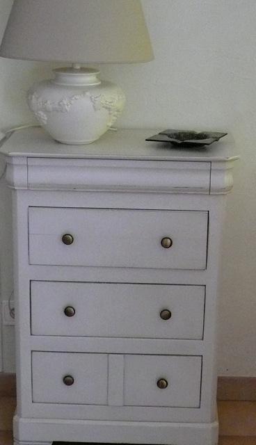 commode ancienne en noyer relook e istres finition patine et relooking de meuble aix en. Black Bedroom Furniture Sets. Home Design Ideas