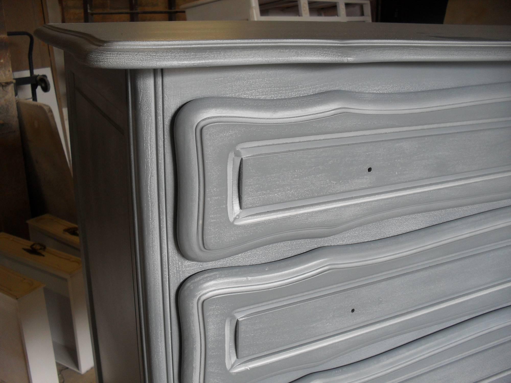 commode en merisier ancienne relook e en gris c rus blanc. Black Bedroom Furniture Sets. Home Design Ideas