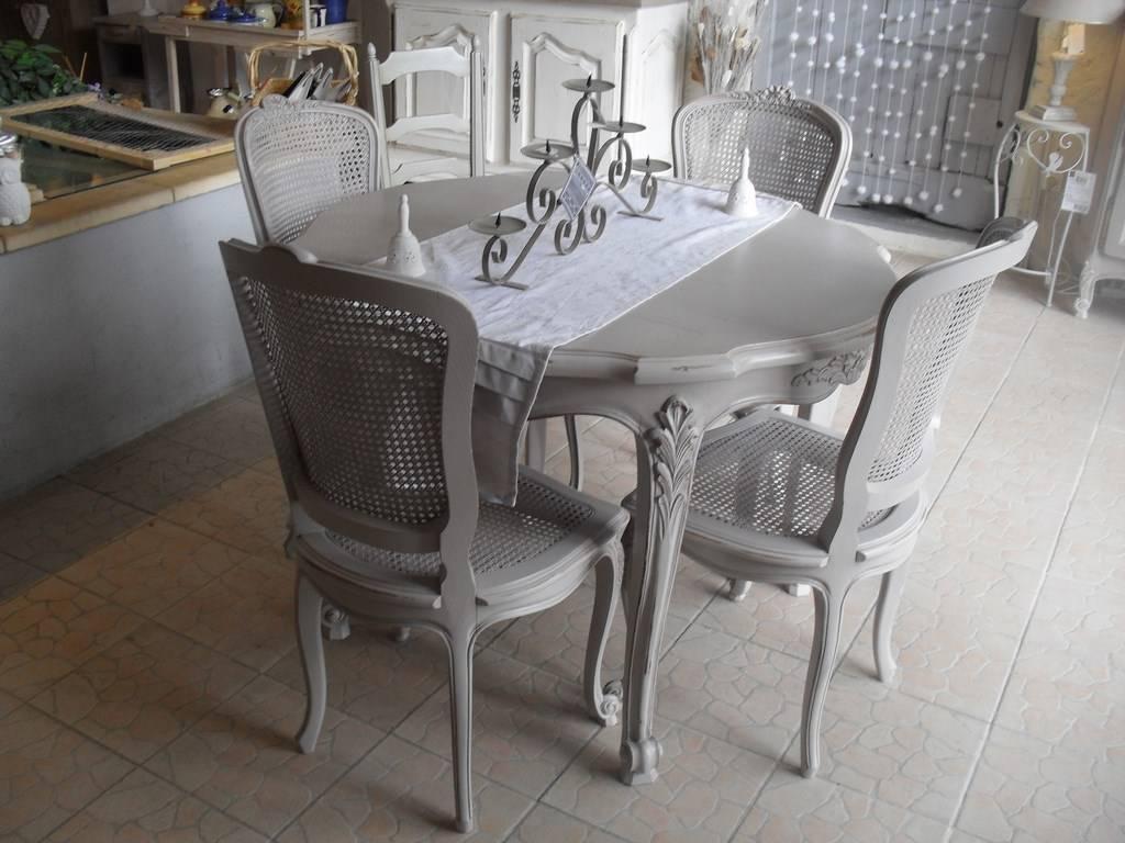 Style De Chaises Anciennes table ronde de salle à manger en merisier et chaises cannées