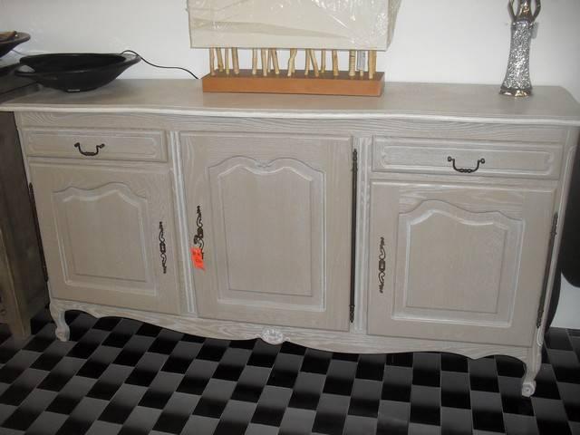 D capage peinture et patine d 39 un bahut en ch ne style for Peinture meuble sans decapage