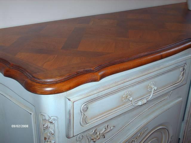 D capage peinture et patine d 39 un bahut en noyer style for Decapage de meuble