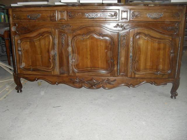 Relooking et patine d 39 un buffet en noyer 3 portes de style for Meuble louis xv