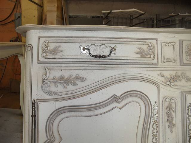 Relooking et patine d 39 un buffet en noyer 3 portes de style louis xv proven al martigues for Peinture patinee