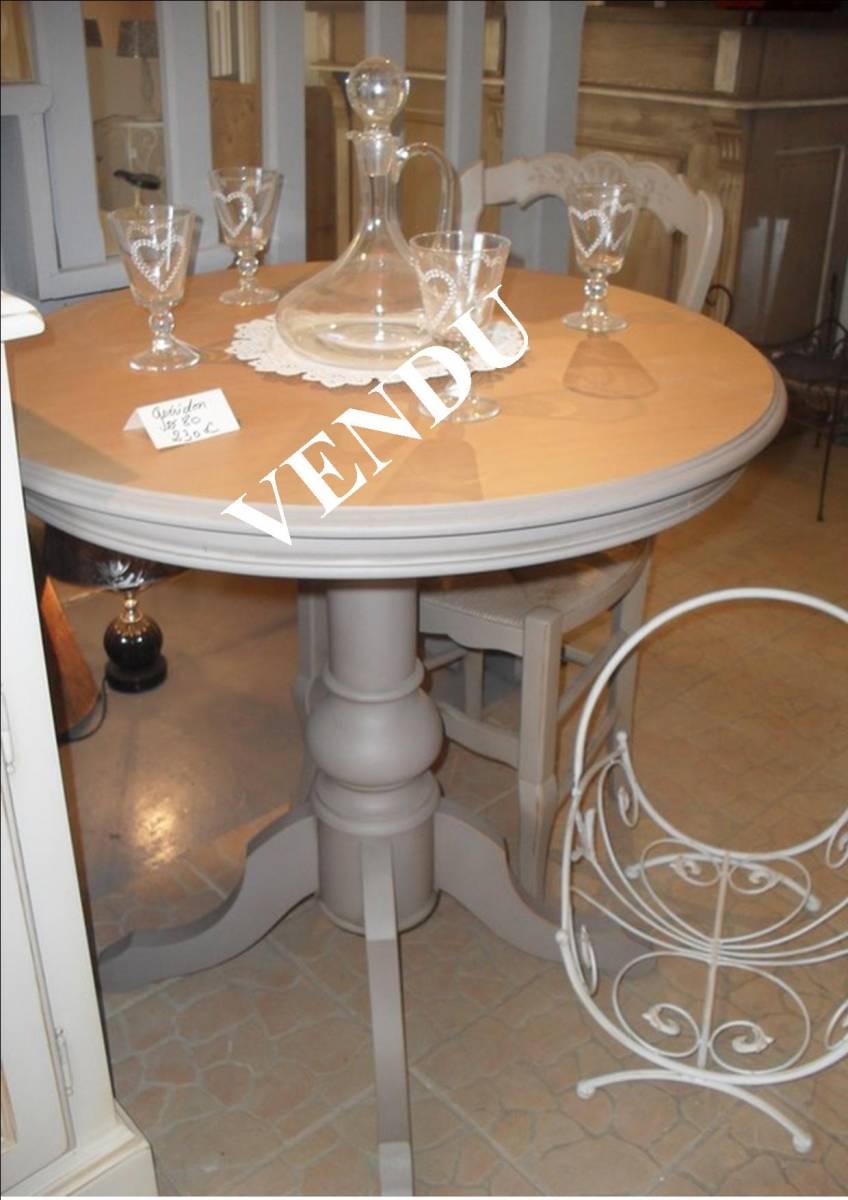 Relooker Une Table En Bois table guéridon patiné taupe plateau bois clair - finition