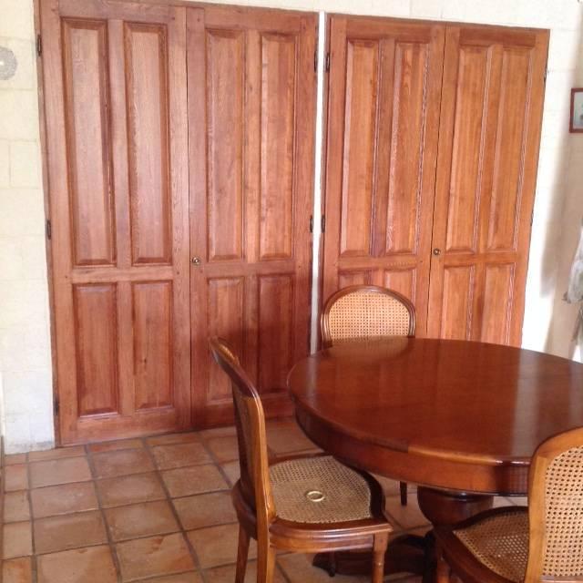 Table et chaises anciennes en merisier relookées en taupe à Cabriès ...