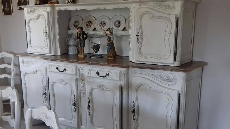 Salle à manger relookée customisée en blanc vieilli et plateau ...