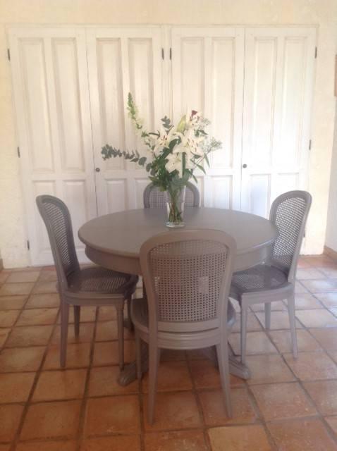 Table Et Chaises Anciennes En Merisier Relookees En Taupe A Cabries