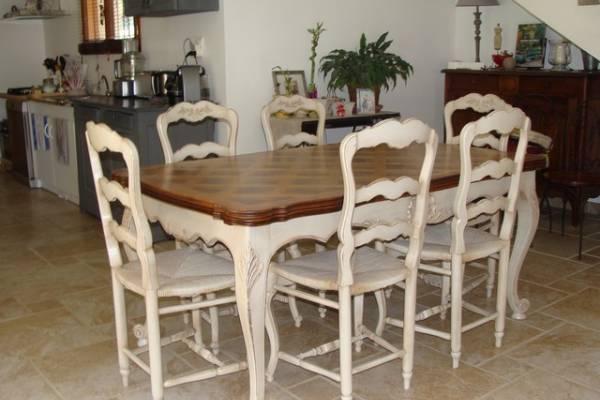 dcapage peinture et patine dune salle manger en noyer style provenal gignac - Salle A Manger Blanc Vieilli